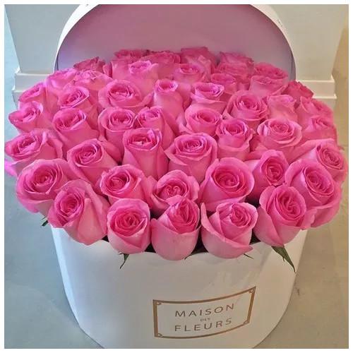 Купить на заказ Заказать Розовые розы в коробке Maison с доставкой по Усть-Каменогорску с доставкой в Усть-Каменогорске