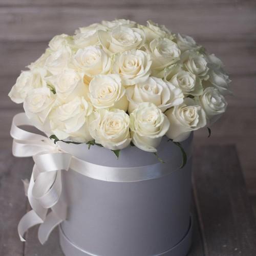 Купить на заказ Заказать 31 красная роза в коробочке с доставкой по Усть-Каменогорску с доставкой в Усть-Каменогорске