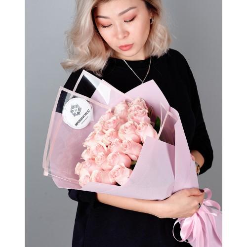 Купить на заказ Заказать Букет из 25 розовых роз с доставкой по Усть-Каменогорску с доставкой в Усть-Каменогорске