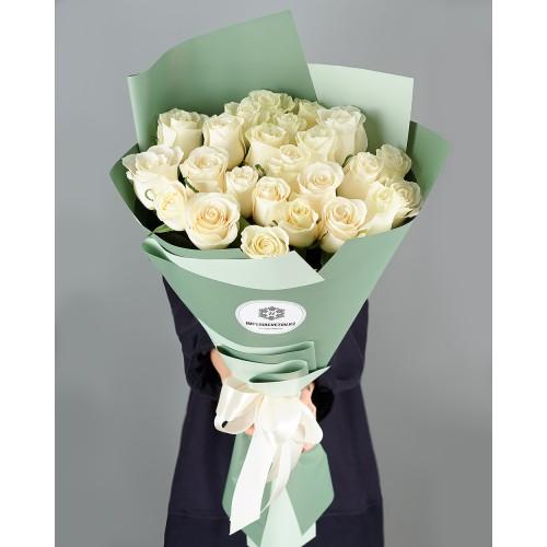 Купить на заказ Заказать Букет из 25 белых роз с доставкой по Усть-Каменогорску с доставкой в Усть-Каменогорске