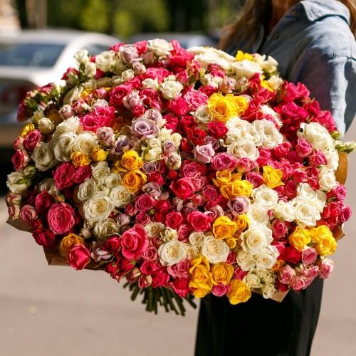 Купить на заказ Заказать Букет из 101 спрей розы с доставкой по Усть-Каменогорску с доставкой в Усть-Каменогорске