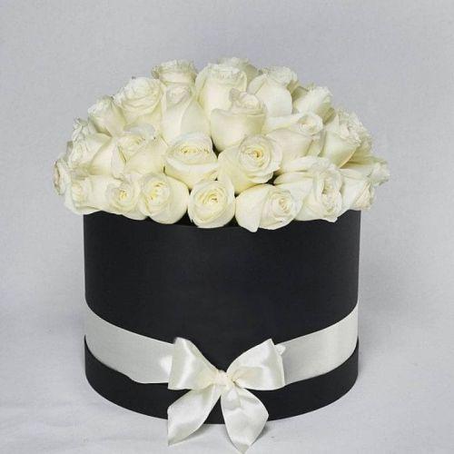 Купить на заказ Заказать Белые розы в коробке Maison с доставкой по Усть-Каменогорску с доставкой в Усть-Каменогорске