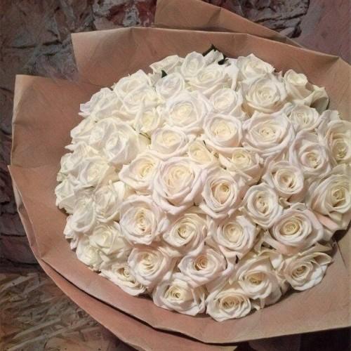 Купить на заказ Заказать Букет из 101 белой розы с доставкой по Усть-Каменогорску с доставкой в Усть-Каменогорске